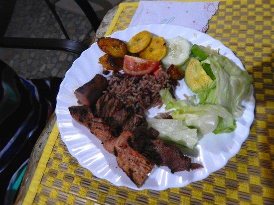 Villas Playa Maderas: Traditional meal