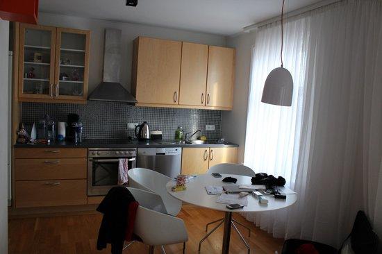 Apartment K : cuisine/salle à manger
