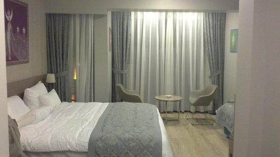 Taximist Hotel: area de estar en la habitacion