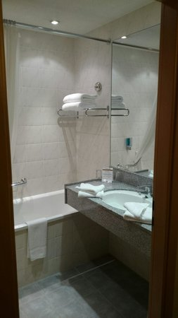 Clayton Hotel Leeds: Executive Room Bathroom