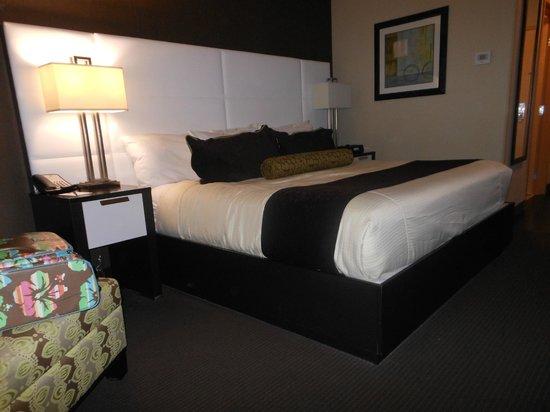 Best Western Premier Miami International Airport Hotel & Suites: Beautiful big bed