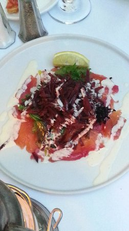 Cafe Matisse : Salmon with beet salad