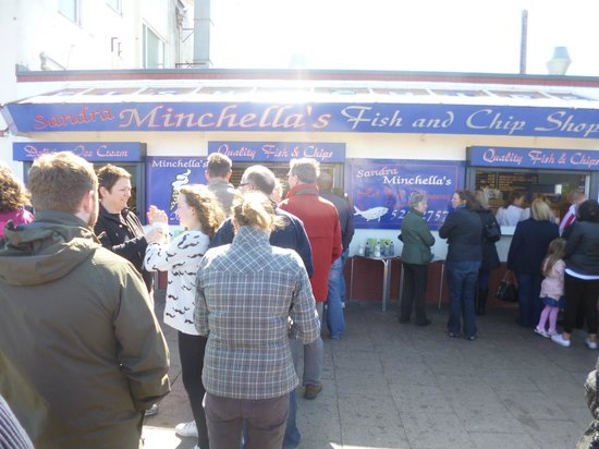 Minchella's Fish and Chips: The view from the queue
