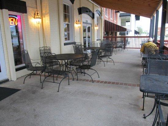 Apollo's Steakhouse: Porch seating area