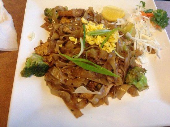 Siam Asian Diner: Drunken noodles