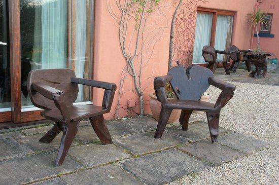 Dolphin Beach House : wood furnitures