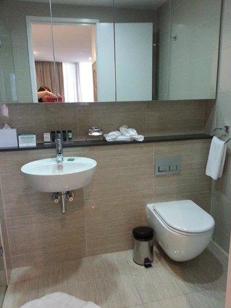 Amora Hotel Jamison Sydney: Bathroom