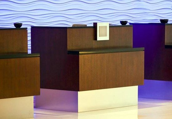 BWI Airport Marriott: Front Desk
