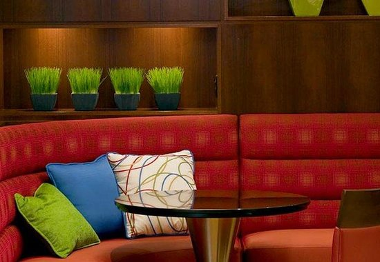 BWI Airport Marriott: Lobby Seating
