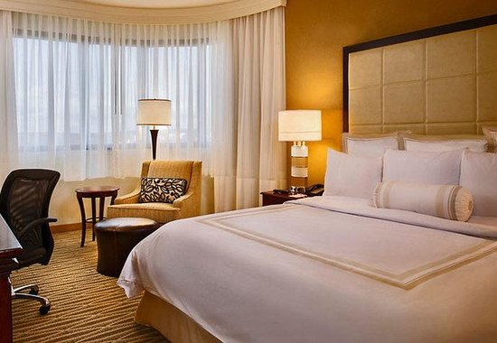 BWI Airport Marriott: King Guest Room