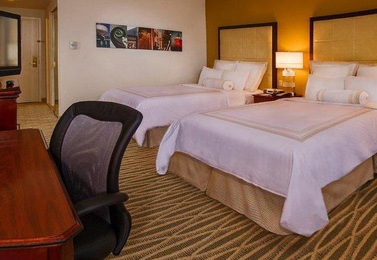BWI Airport Marriott : Double/Double Guest Room