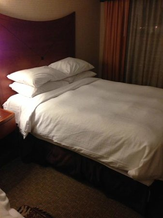 Embassy Suites by Hilton Baltimore - Inner Harbor : one of the two queen beds