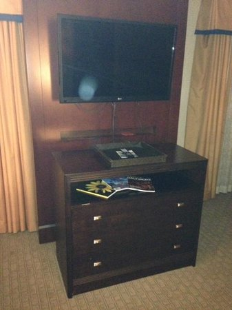 Embassy Suites by Hilton Baltimore - Inner Harbor : tv
