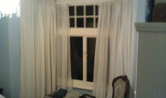 The End House B&B : Blue room window