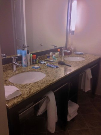 Hyatt House Falls Church: bathroom vanity in hospitality suite