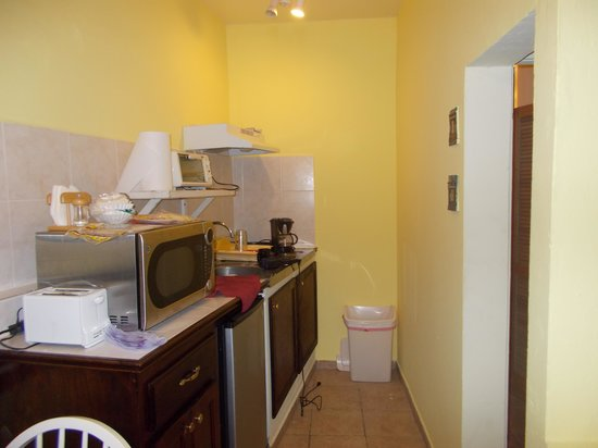 Azure Hotel & Art Studio: The kitchen in our room