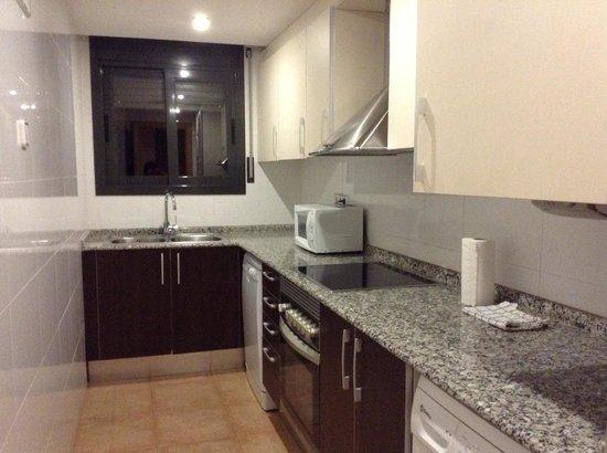 Vivobarcelona Apartments: Kitchen