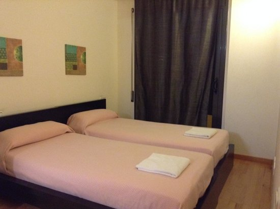 Vivobarcelona Apartments: one of the bed rooms