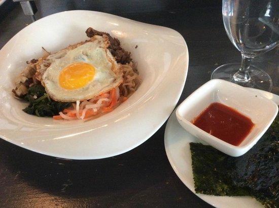 Flat Top: 雰囲気抜群のレストランで食べられる美味しいビビンバ