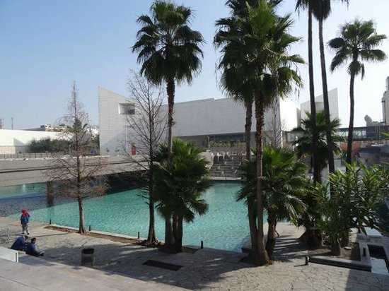 Museo de Historia Mexicana: View of Museum and Start of the River Walk