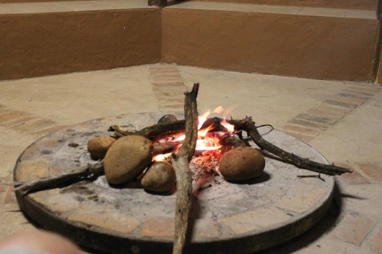 Nkwazi Lake Lodge : Vampfire every night, free wood