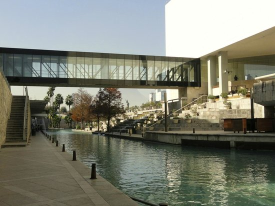 Museo de Historia Mexicana: Walkway between Mexican History and Nuevo Leon Museums