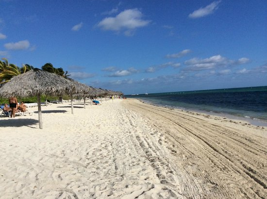 Bravo Caracol: Beach going toward Mayanabo from Caracol