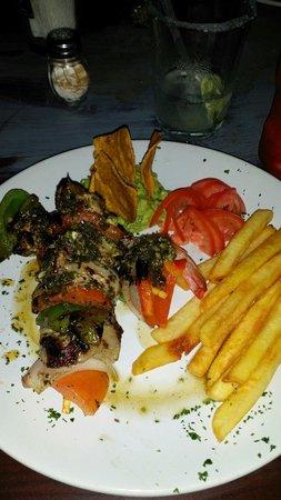 Bally Hoo Restaurante: Shrimp and beef brochettes - yummy!