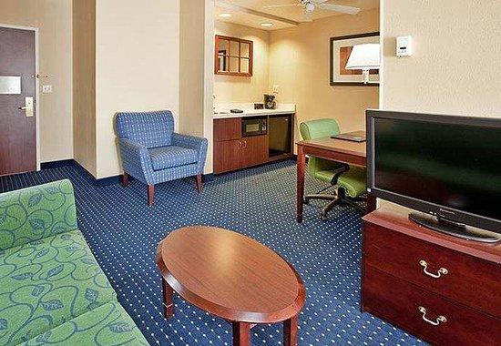 SpringHill Suites Austin South: Suite Living Area