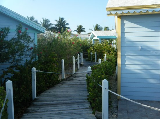 Hideaways at Palm Bay: Cottage pathways