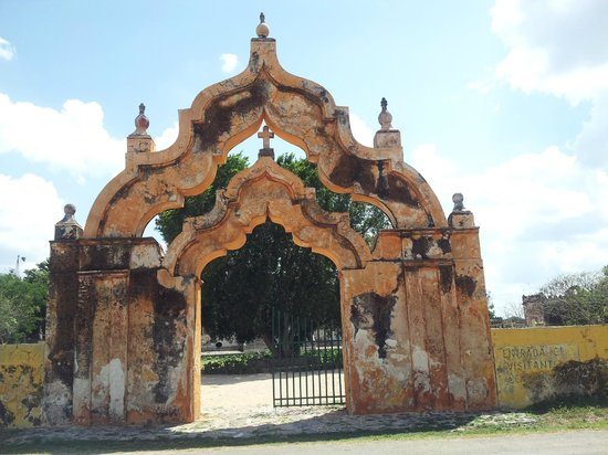 Mayan Ecotours: Yaxkopoil Arch, Hacienda