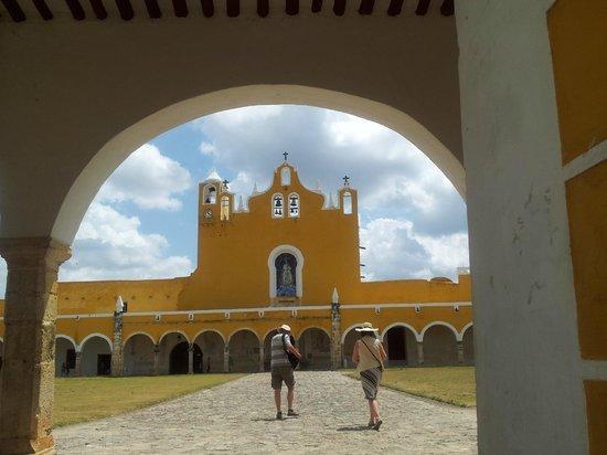 Mayan Ecotours: Izamal, Yellow City