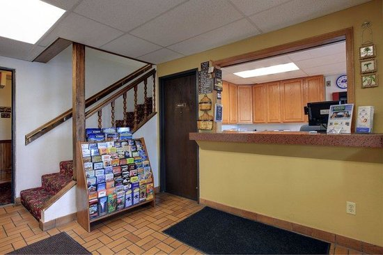 Americas Best Value Inn : Front Desk