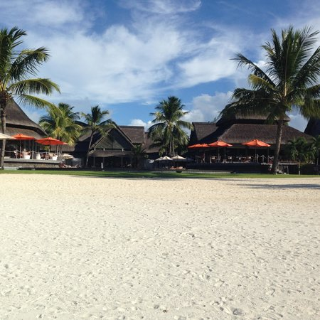 Constance Prince Maurice: Looking back across the beach/pool to the hotel