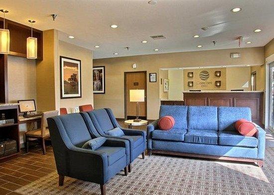Comfort Inn East Wichita: Lobby