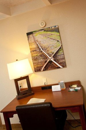 Country Inn & Suites By Carlson, St. Paul East: Guest room Work Desk