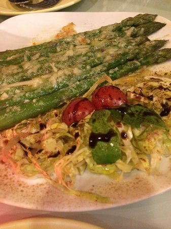 Casa Mia: Asparagus appetizer with Parmesan and balsamic
