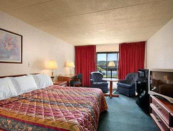 Days Inn New Stanton PA: Standard King Bed Room