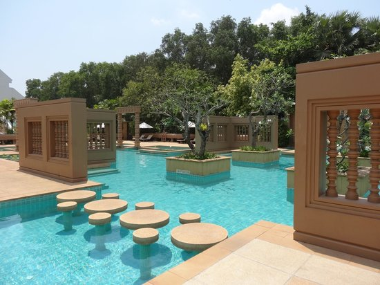 Le Méridien Angkor: The Khmer inspired pool