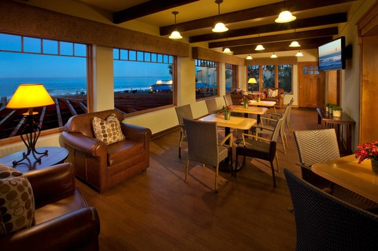 BEST WESTERN PLUS Beach View Lodge: Panoramic Views from the Guest Lounge