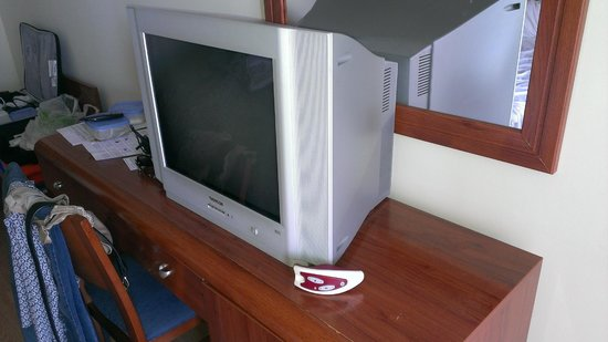 Hotel Perla Marina: old tv and weird remote