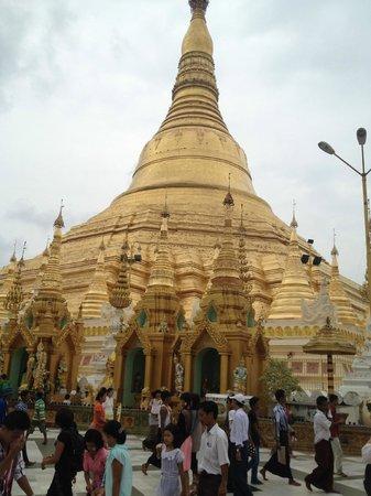 Winner Inn: The Shwedagon is very close by