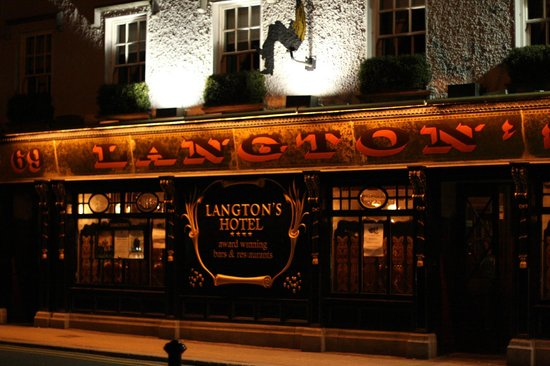 Langton House Hotel: Hotel at night