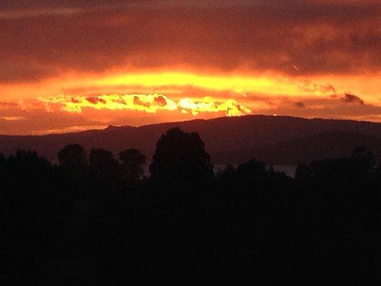 Doolan's Country Retreat: Sunrise over Rotorua