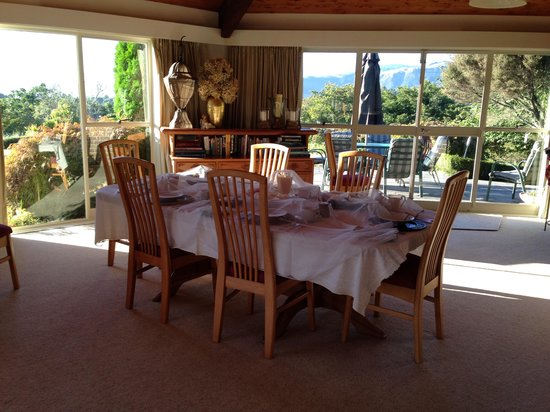 Doolan's Country Retreat: Breakfast table