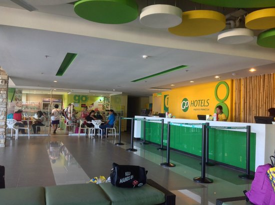 Go Hotels Puerto Princesa: Open air lobby.  Probably not good in the monsoon season or at the height of summer.