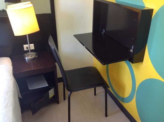 Go Hotels Puerto Princesa: Thumbs up for the fold away desk.  Don't know about the bold wall colors.
