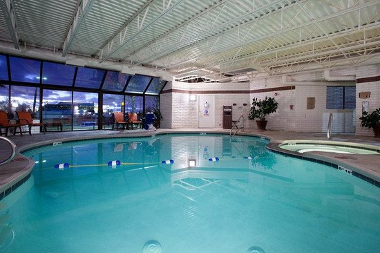 Holiday Inn Express Mesa Verde-Cortez: Awesome Indoor Pool, Dry Sauna & Jacuzzi! Two ADA chair lifts!!