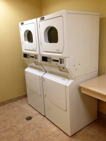 Holiday Inn Express Surprise : Laundry Facility