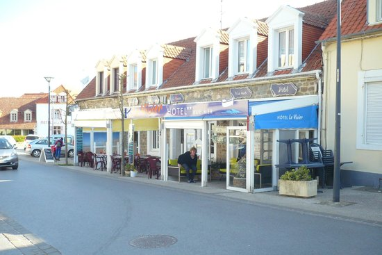 Hotel Le Vivier - Centre : l'hôtel face à l'église